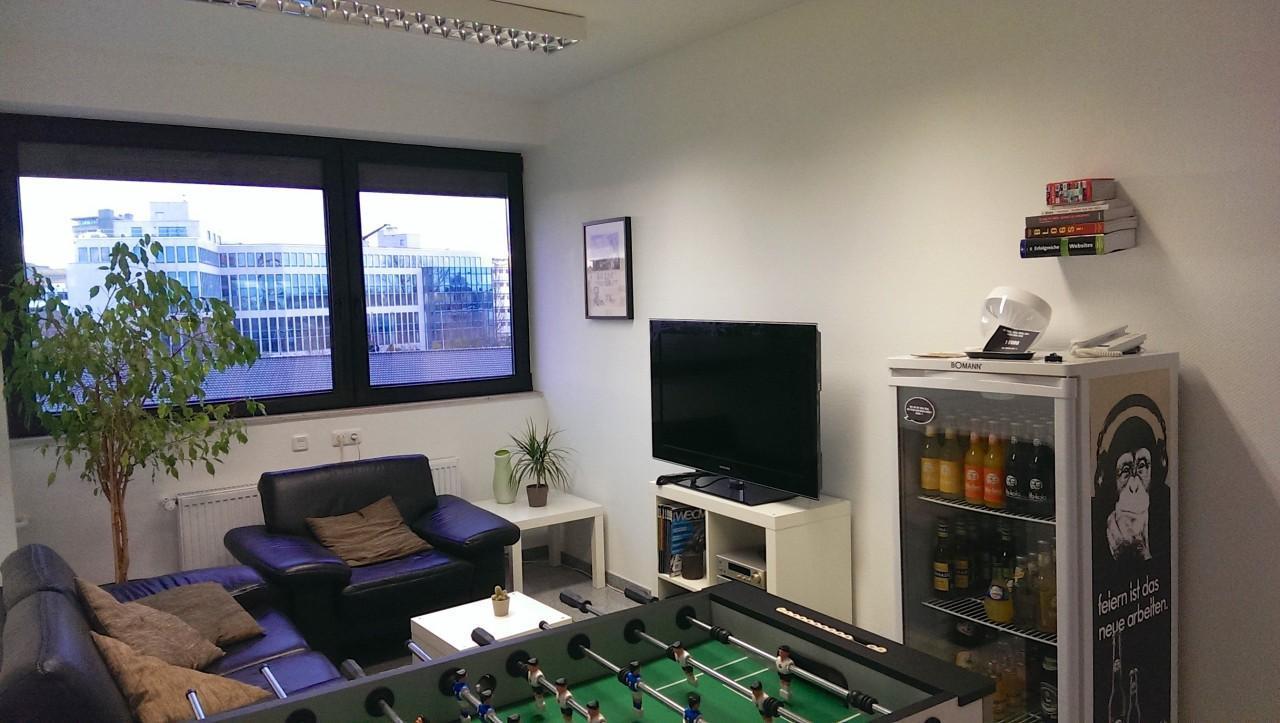 Büroplatz in unserer Agentur in Köln Ehrenfeld zu vermieten
